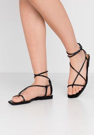 ZANDER - Sandály s odděleným palcem - black