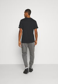 Nike Sportswear - CLUB PANT - Cargo trousers - charcoal heather/anthracite/white - 2