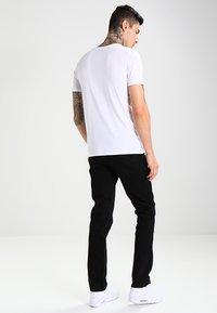 Lee - BROOKLYN  - Jeansy Straight Leg - clean black - 2