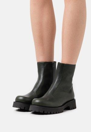 DADA - Classic ankle boots - abeto
