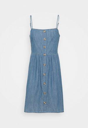 ONLSHEA LIFE SMOCK DRESS  - Denní šaty - medium blue denim