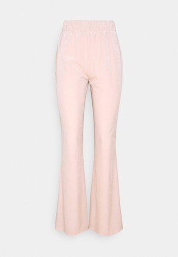 VIVELVETTA FLARED PANT - Tracksuit bottoms - peach blush