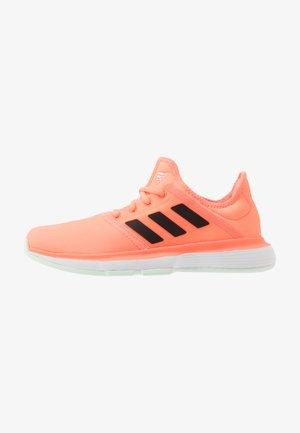 SOLECOURT XJ - Clay court tennis shoes - signal orange/core black/dash green