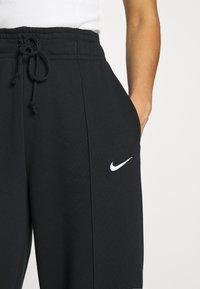 Nike Sportswear - FLC TREND HR - Joggebukse - black/white - 5