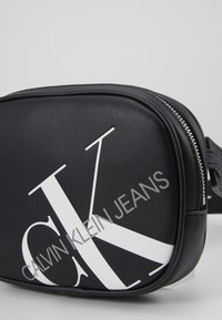 Calvin Klein Jeans - ROUNDED WAISTBAG - Bum bag - black - 4