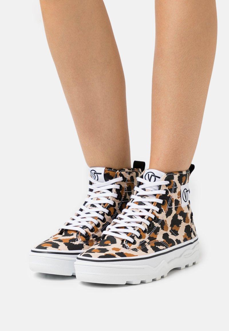 Vans - SENTRY  - Sneakers hoog - sand/true white
