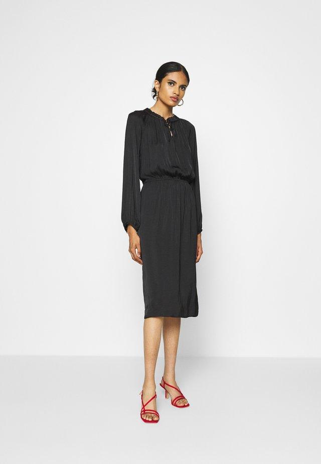 AMIA - Długa sukienka - black