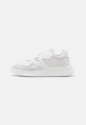 MANHATTAN - Baskets basses - white