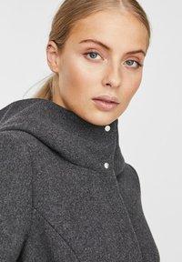 Vero Moda - Trenchcoat - dark grey melange - 3