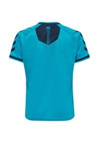 Hummel - HMLACTION POLY JERSEY S/S KIDS - Print T-shirt - atomic blue/black iris - 5