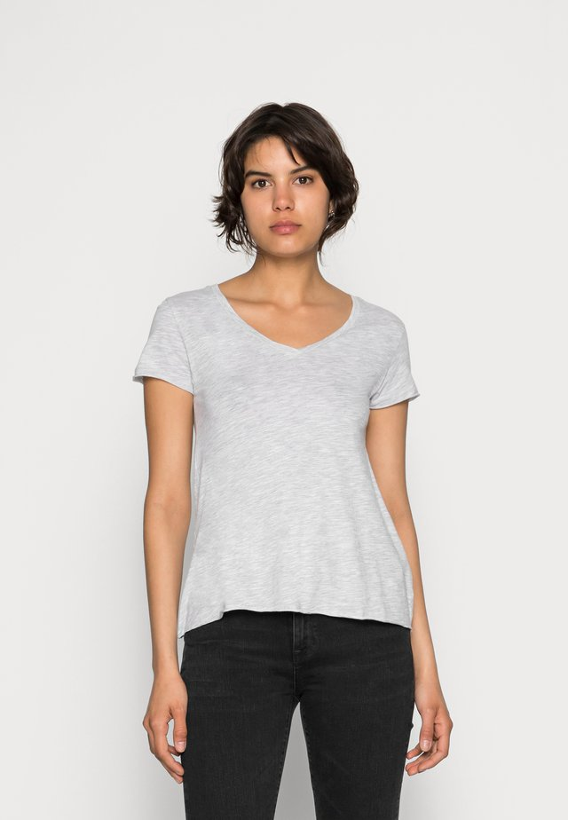 JACKSONVILLE V NECK TEE - T-shirt - bas - grey