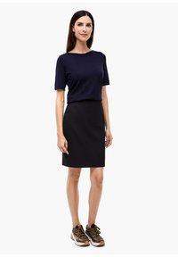 s.Oliver BLACK LABEL - Pencil skirt - navy - 1