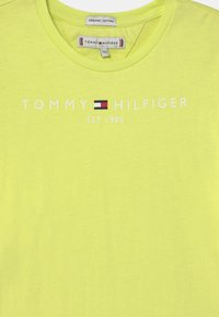 Tommy Hilfiger - ESSENTIAL  - Print T-shirt - faded lime - 2