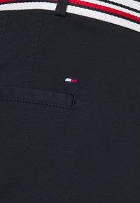 Tommy Hilfiger Curve - SLIM - Shorts - desert sky - 4