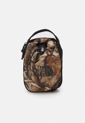 BOZER CROSS BODY UNISEX - Across body bag - kelp tan/forest/black