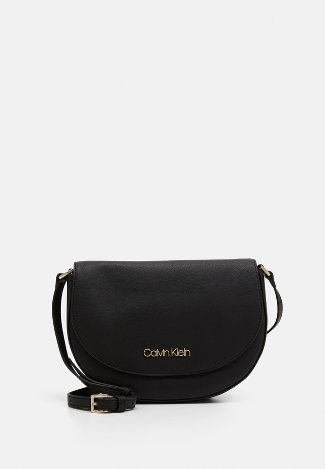 SADDLE BAG - Borsa a tracolla - black