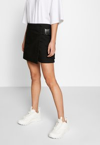 Weekday - PAGE MINI SKIRT - Áčková sukně - black - 0