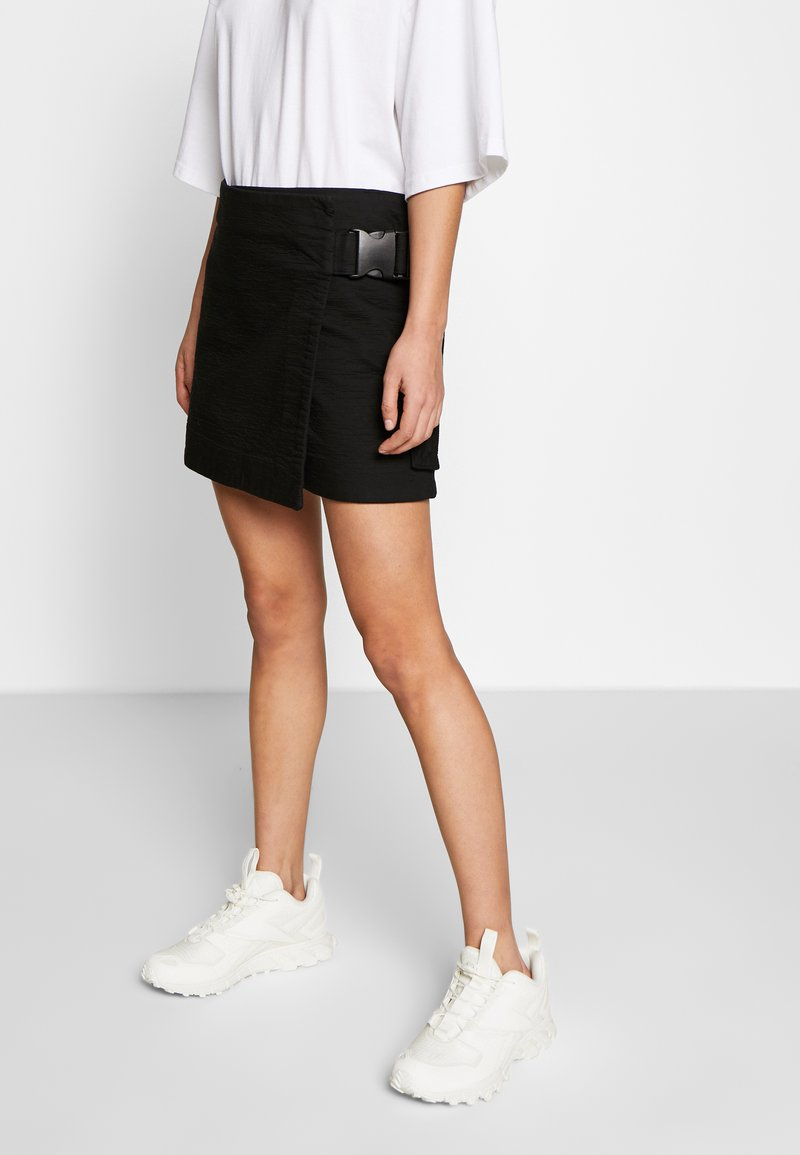 Weekday - PAGE MINI SKIRT - Áčková sukně - black
