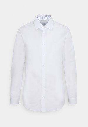 BUSINESS KENT PATCH - Kostymskjorta - white