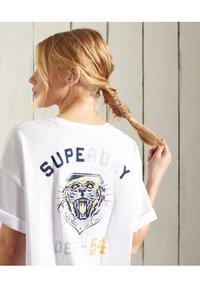 Superdry - MILITARY - Print T-shirt - brilliant white - 1