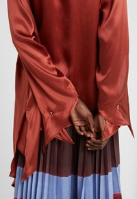 Mykke Hofmann - LINKA - Button-down blouse - copper - 5