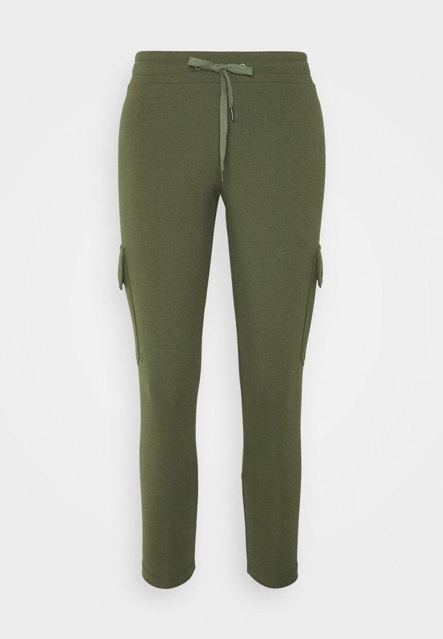 NMSEJLA - Pantalones deportivos - ivy green