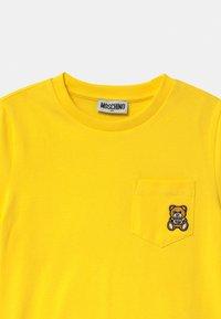 MOSCHINO - UNISEX - Print T-shirt - cyber yellow - 2