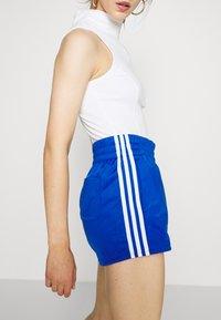adidas Originals - Shorts - team royal blue/white - 3