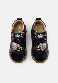 Shoo Pom - BOUBA HEART - Chaussures premiers pas - navy/platine - 3