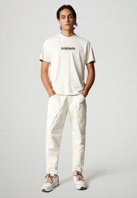 Napapijri - S-OAHU - T-shirt med print - new milk - 1