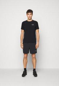 EA7 Emporio Armani - TUTA SPORTIVA SET - Shorts - black - 3