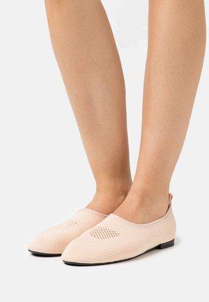 DEMI - Nazouvací boty - brown tan