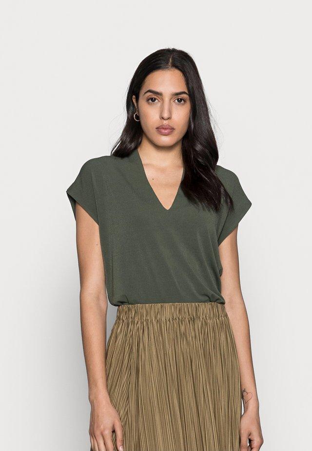 YAMINI - T-shirt basic - green olive