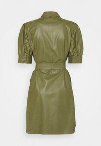 TWINSET - ABITO CHEMISIER SPALMATO CON CINTURA - Shirt dress - verde alpino - 6