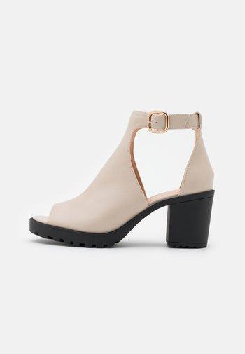 Sandales à talons hauts - offwhite