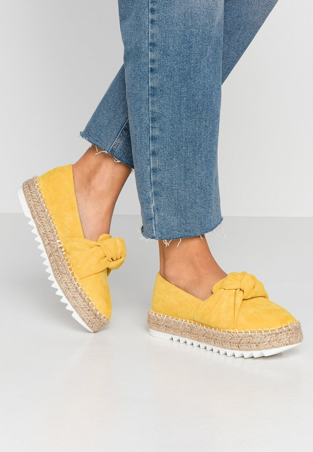 Espadryle - old yellow