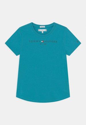 ESSENTIAL  TEE - Print T-shirt - tidewater