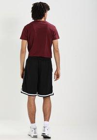 Urban Classics - STRIPES - Pantalon de survêtement - black/black/white - 2