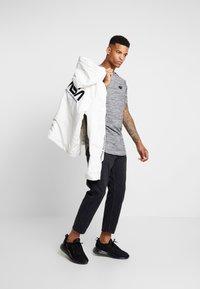 Supply & Demand - HOLT  - T-shirts print - grey marl - 1