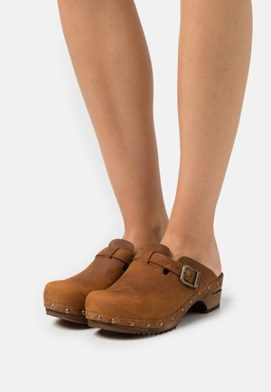 KRISTEL OPEN - Clogs - chestnut