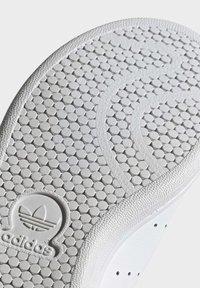 adidas Originals - STAN SMITH SHOES - Baskets basses - white - 6