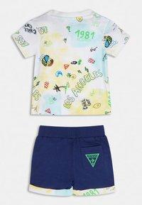 Guess - Shorts - gelb - 1