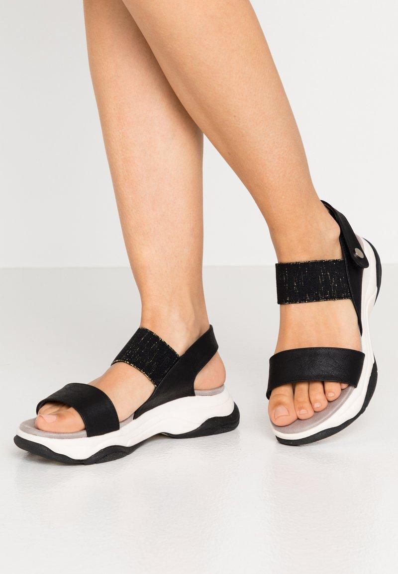 XTI - Sandály na platformě - black