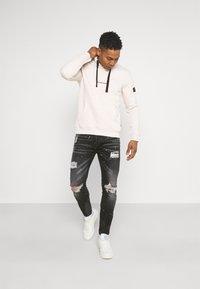 Kings Will Dream - INWOOD CARROT - Jeans slim fit - jet black - 1