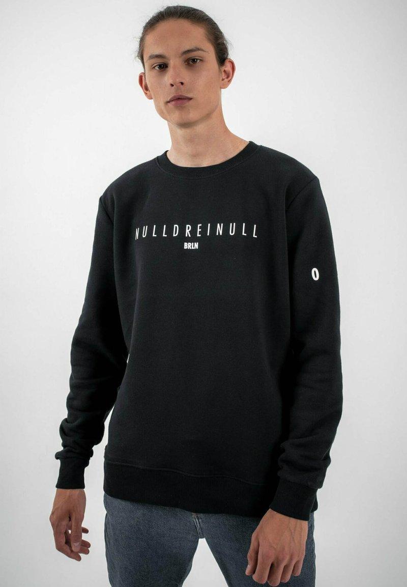 PLUSVIERNEUN - BERLIN - Sweatshirt - black
