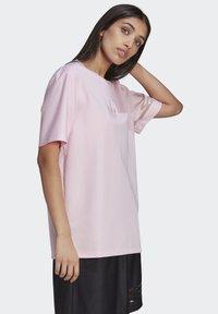adidas Originals - Basic T-shirt - pink - 4