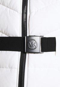 MICHAEL Michael Kors - COLOR BLOCKED BELTED PUFFER COAT - Winter jacket - white/black - 7