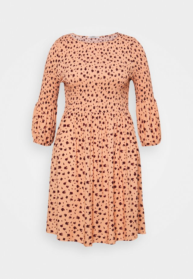 SMOCKED BUBBLE SLEEVE DRESSES WITH ROUND NECK - Kjole - peach