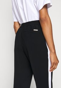MICHAEL Michael Kors - STRIPE TRACK PANT - Kalhoty - black - 3