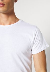INDICODE JEANS - EAKIN 3 PACK - T-shirt - bas - black - 7